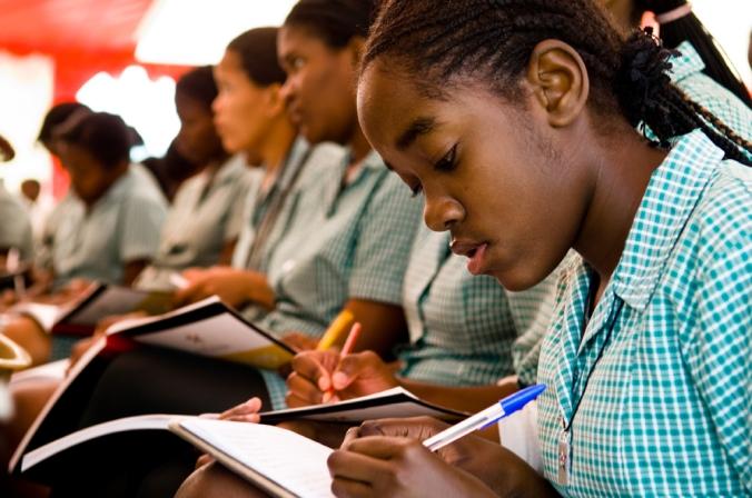 Von den Schulgebühren befreit: Namibische SchülerInnen